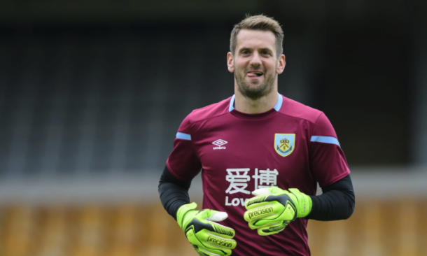 Manchester United are close to re-signing Tom Heaton on a free transfer as a replacement for Sergio Romero