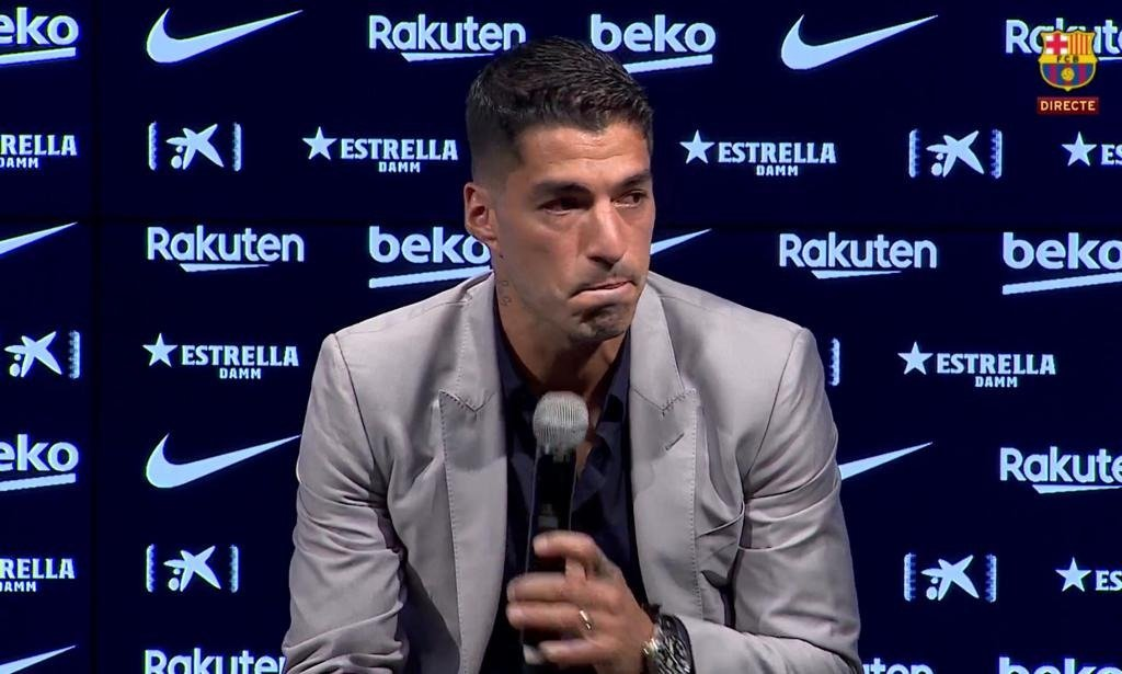 """Luis Suárez is currently saying an emotional goodbye to Barcelona: 🗣️ """"It's not just a player leaving"""